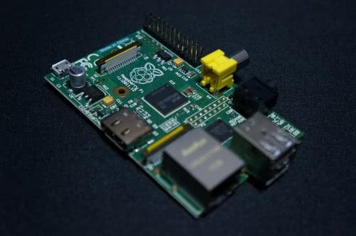名刺サイズPCのRaspberry Pi(ラズベリーパイ)をゲットしました!